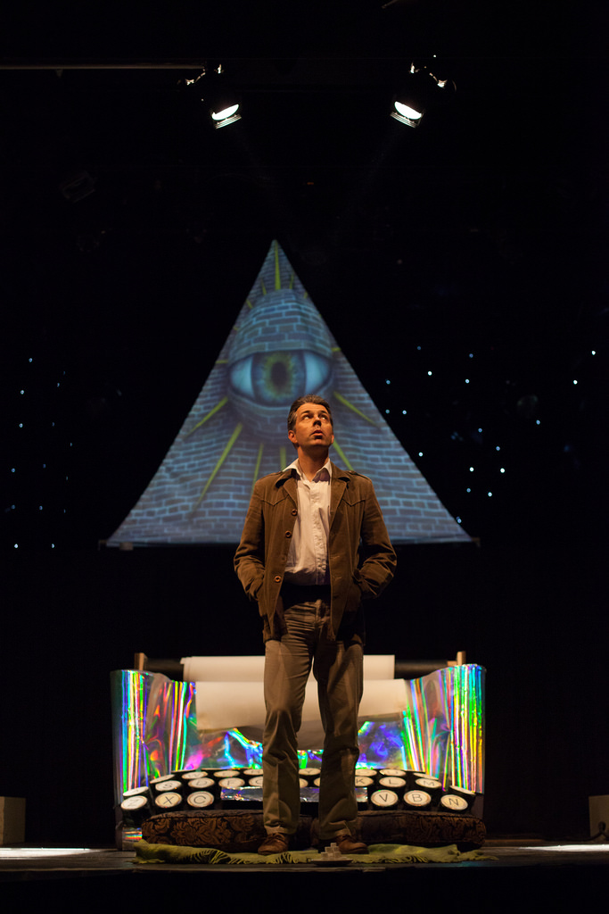 Oliver Senton as Robert Anton Wilson , taken by Jonathan Greet
